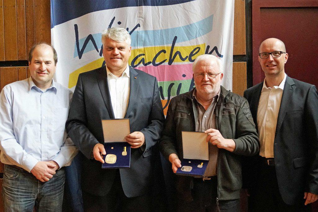 (v.l.n.r.) Markus Niebauer, neuer Vizepräsident Esslingen, Markus Grübel (MdB) erhielt die Ehrenmedaille in Bronze, Herbert Schrag mit der Ehrenmedaille in Silber geehrt, Rafl Krasselt, Geschäftsführer BVES. Foto: Krytzner